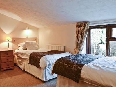 Stiffkey twin bedroom 1
