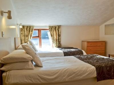 Stiffkey twin bedroom 2